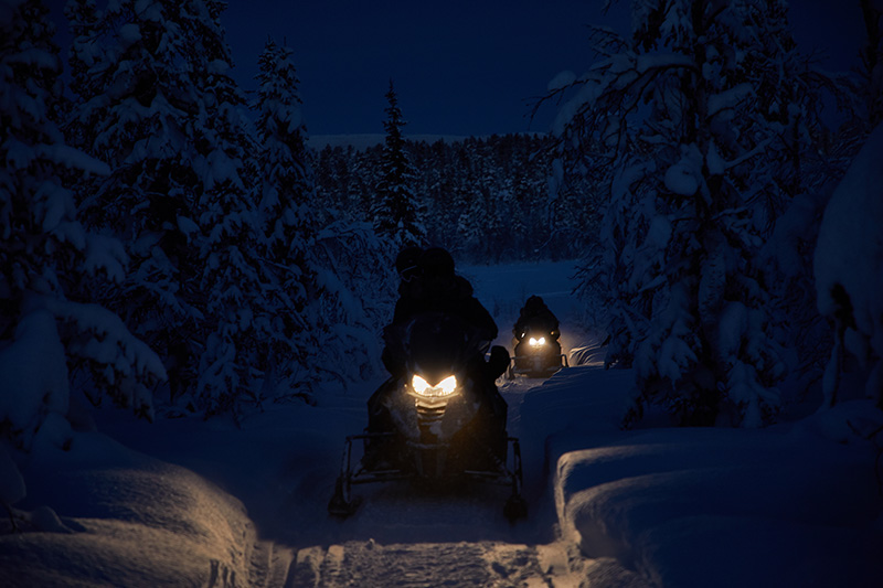 Camp_Ripan_Winter_Acitivity_Snowmobile_fjällguiden